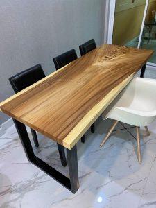 โต๊ะไม้แผ่นเดียว ขอบตรง