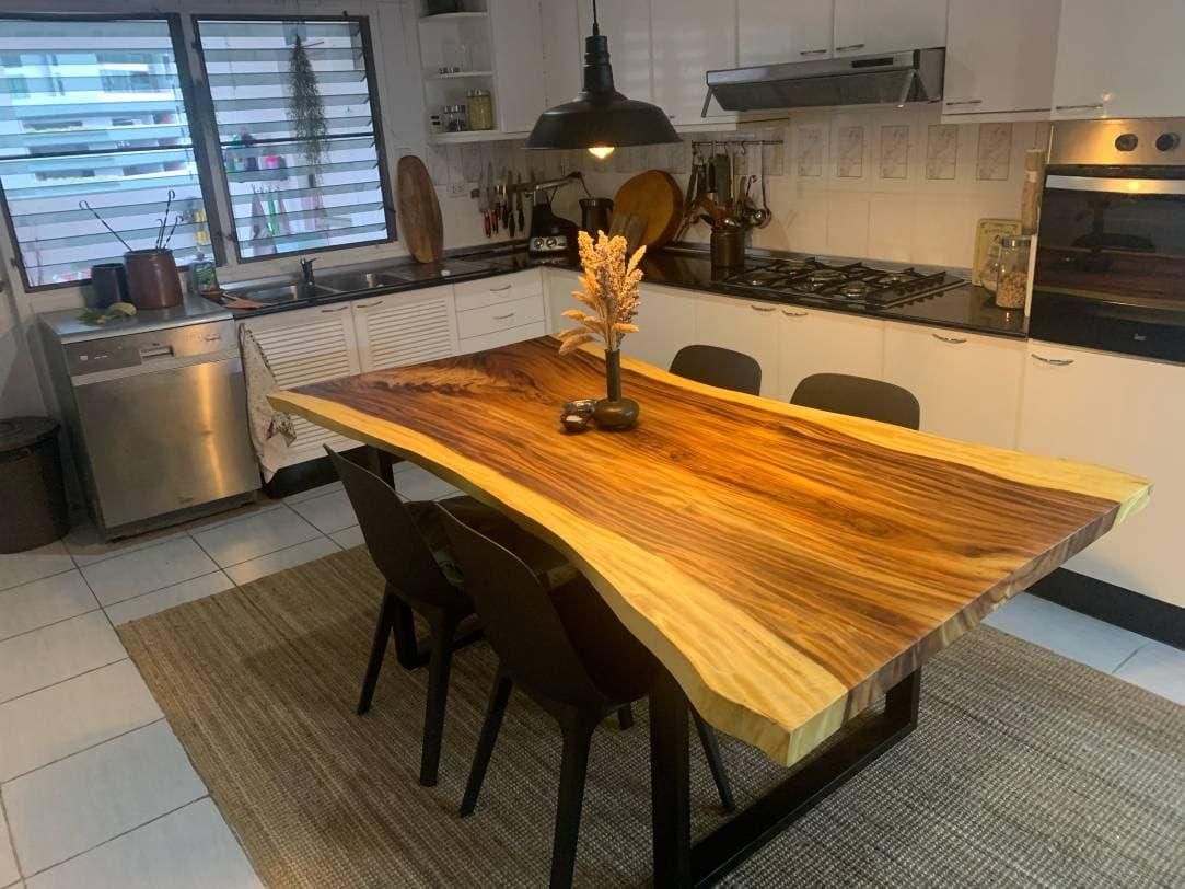 โต๊ะไม้แผ่นเดียว ขอบธรรมชาติ